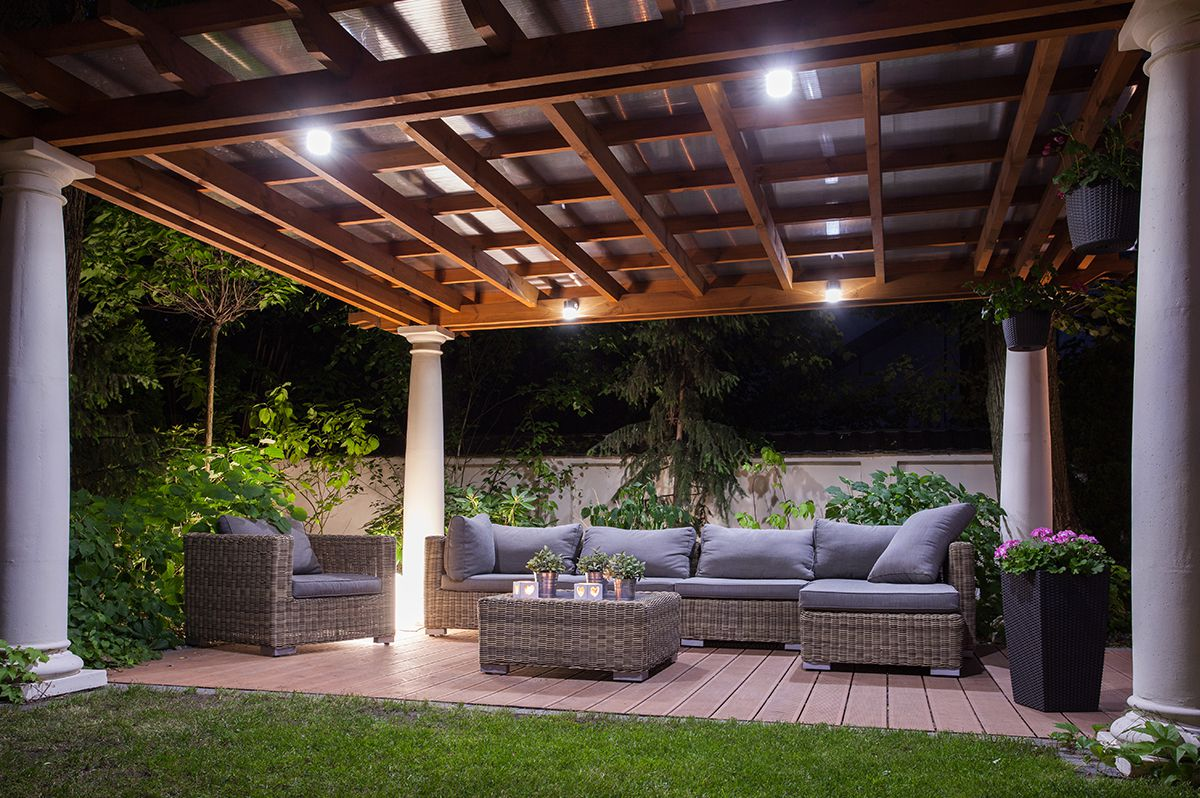 https://fencedeck.ca/wp-content/uploads/2020/05/Outdoor-Deck-Lighting-right.jpg